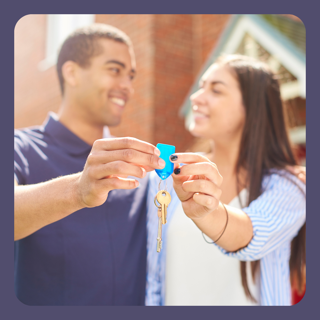 PIcture of Homeowners holding up keys